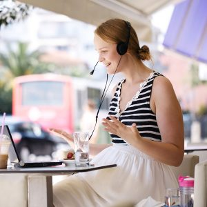 woman-using-internet-at-cafe